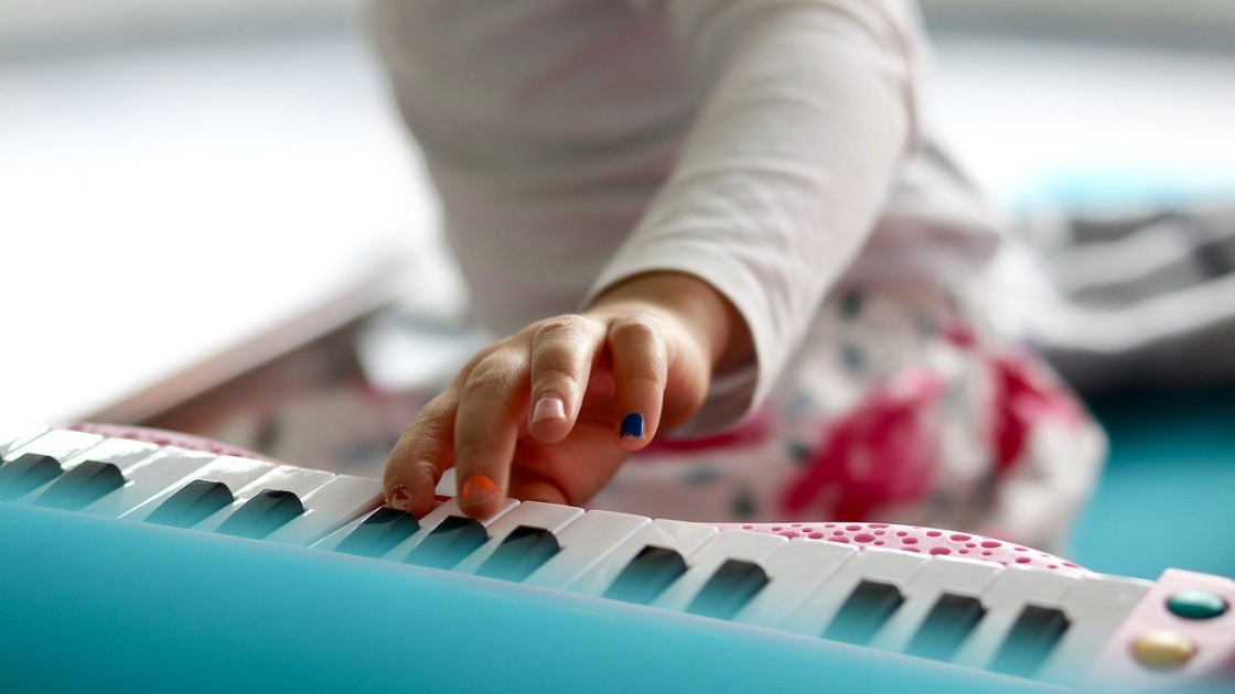 how to teach young kids composition